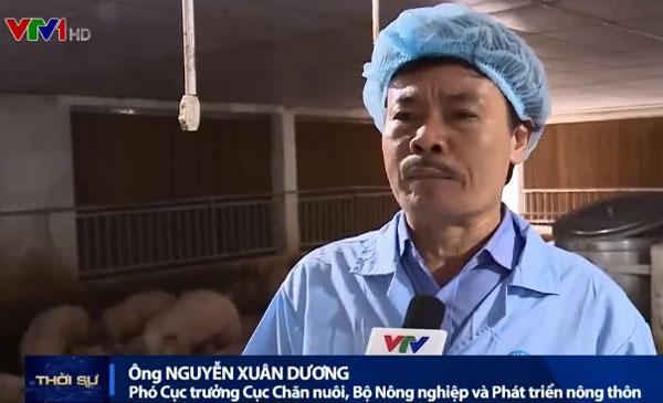 Ông Nguyễn Xuân Dương thăm trại lợn của C.P tại Đồng Nai ngày 26.5 làm dấy lên nhiều câu hỏi về mục đích của chuyến thăm này. Ảnh: Cắt từ bản tin thời sự của VTV